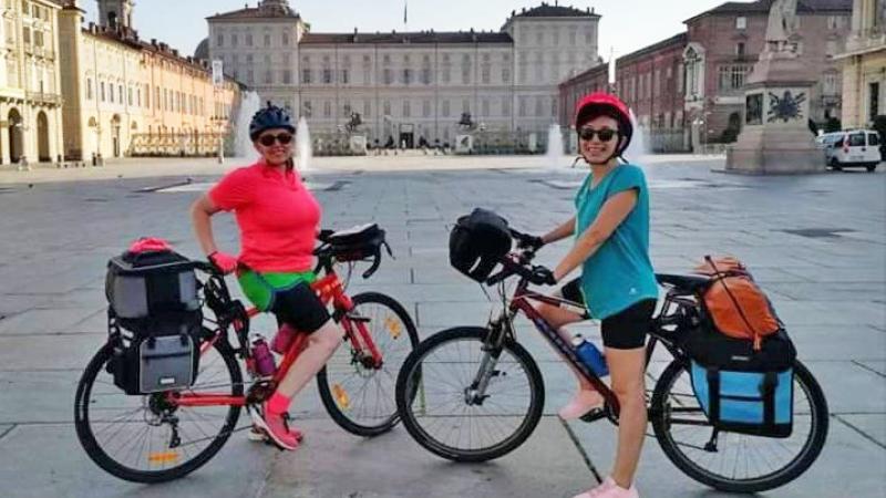 Pedala Diritto Due Ragazze In Bici Da Torino A Riace Per